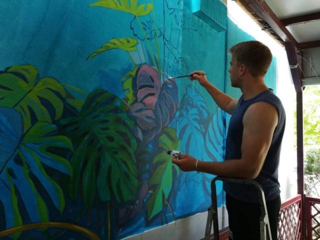 Oslikavanje zida u bašti